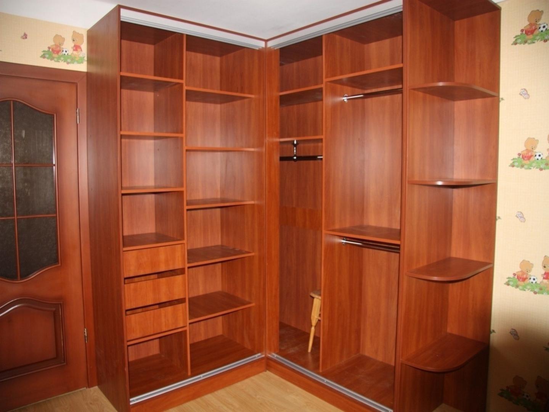 Угловой шкаф-купе в спальню: внутреннее наполнение с размера.